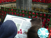 Year 6 pupils from Hollingworth Primary School gathered around the interpretation board about the war memorial © War Memorials Trust, 2018